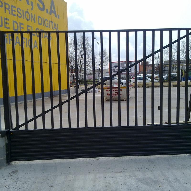 Puertas de garaje abisagradas: Productos y Servicios de Luvematic