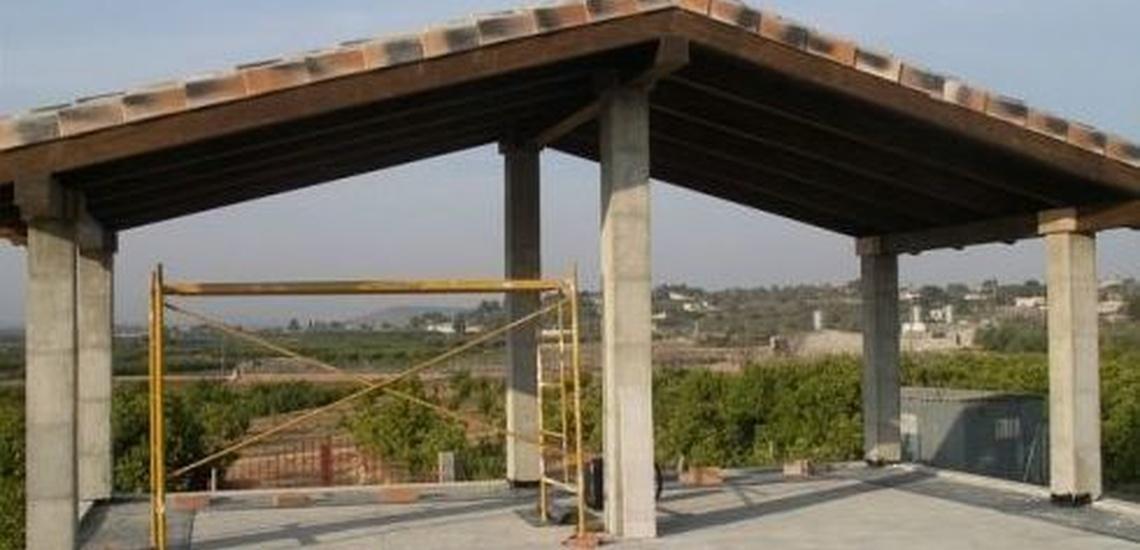 Reparación de tejados en Alicante: cenador de madera