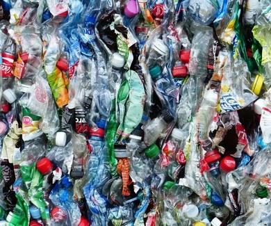 Los residuos de plástico que producimos acaban en el Ártico