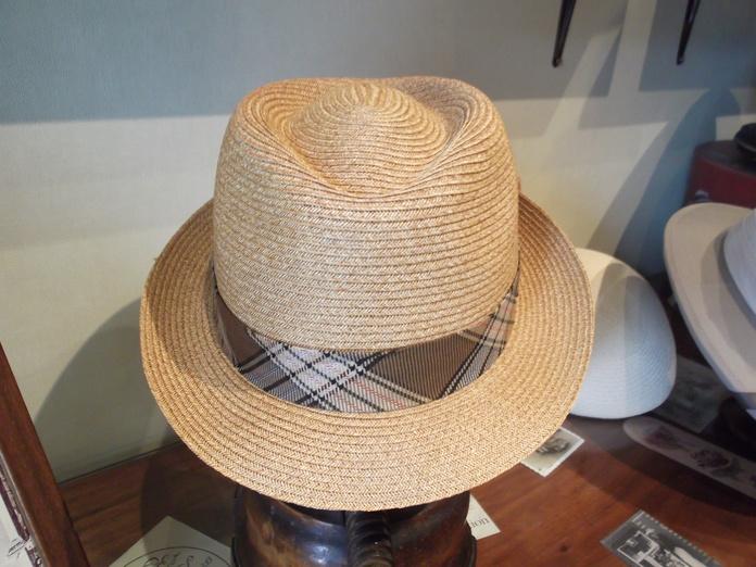 Sombrero algodón y papel. Es muy fresco y Flexible.