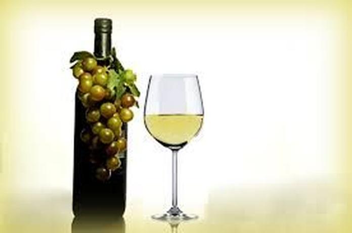 """Vinos Albariños, D.O """"Rias baixas"""": Carta de Restaurante Mena"""