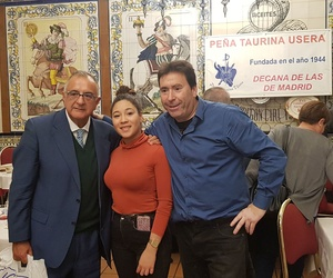 Roberto Gómez con Natali y Josele