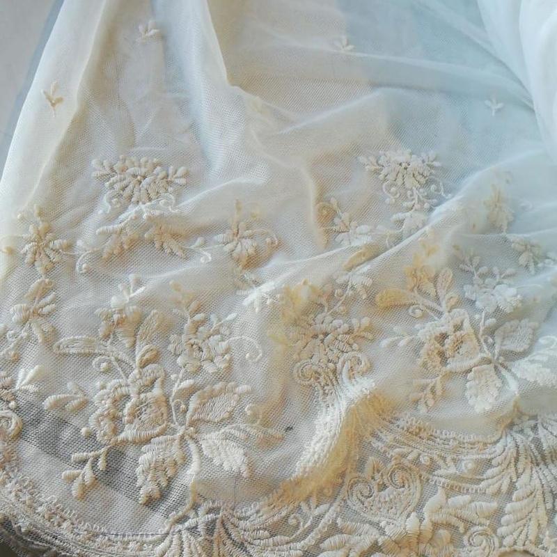 Nuevos diseños y bordados de tejidos para flamencas