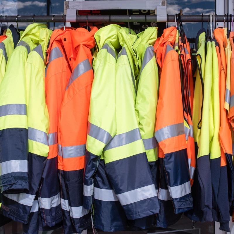 Alta visibilidad: Ropa de Trabajo y Uniformes de Geresco