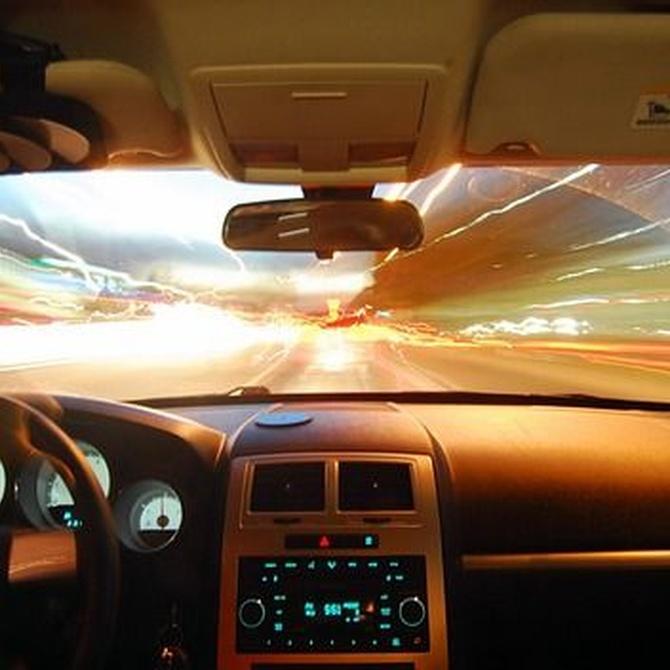 ¿Cómo podemos mejorar la visibilidad en nuestro vehículo?