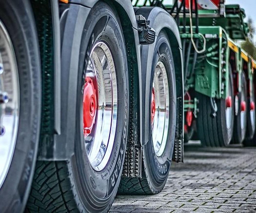Historia del transporte: los primeros camiones para maquinaria pesada