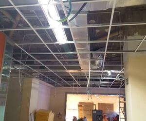 Creación de techos y tabiques en Sucursal Bancaria