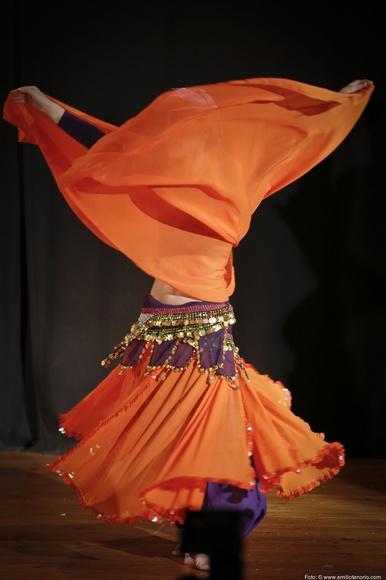 Aprende el dominio del velo en la danza oriental