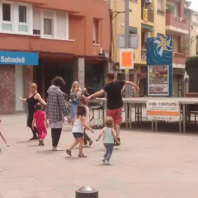 Juguem ballant: Escuela de música i Expresión  de Can Canturri