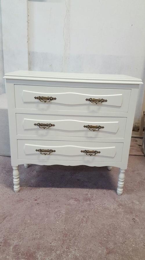 lacado de muebles en color blanco