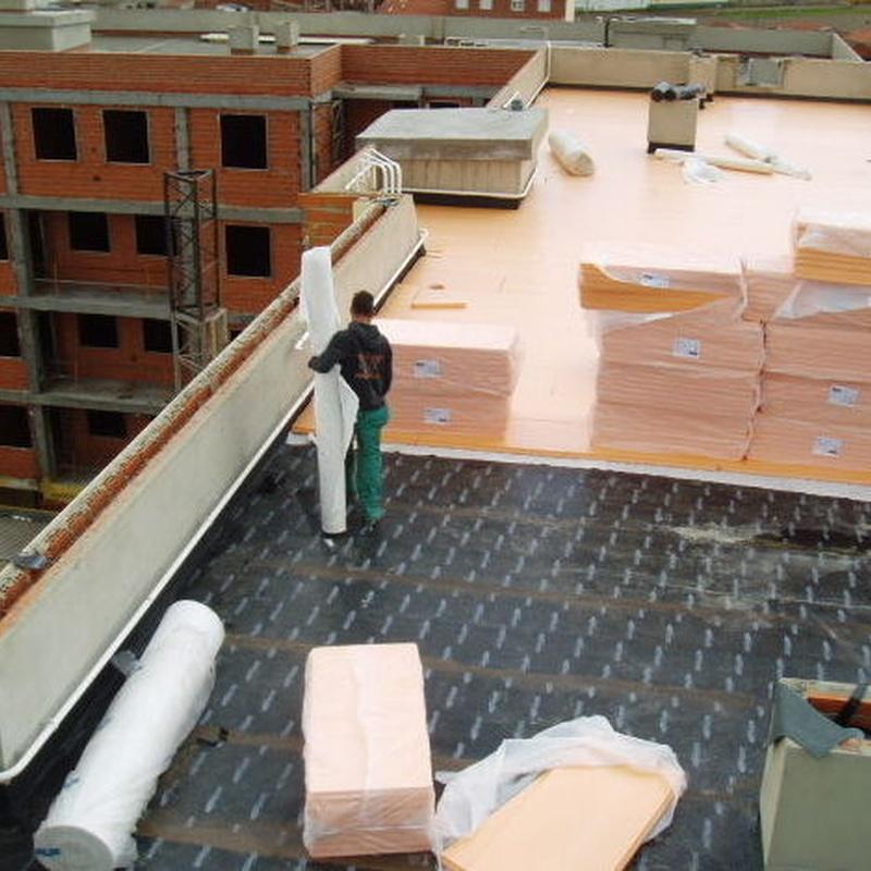 Aislamiento con poliestireno extruido en cubierta.