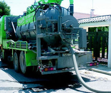¿Busca un Camión Cuba Desatascos en Valencia? Llame a Levante Instalaciones Móvil: 692.131.730