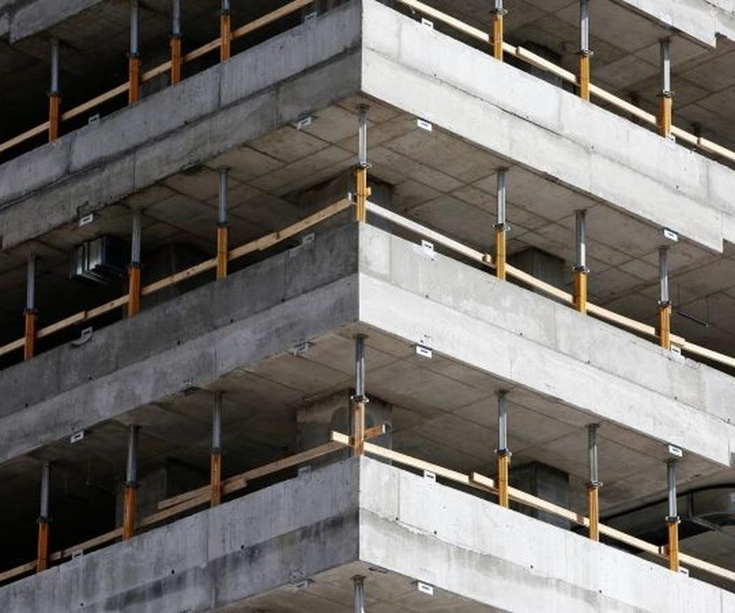 ¿Hay que derribar los esqueletos de los pisos a medio construir?