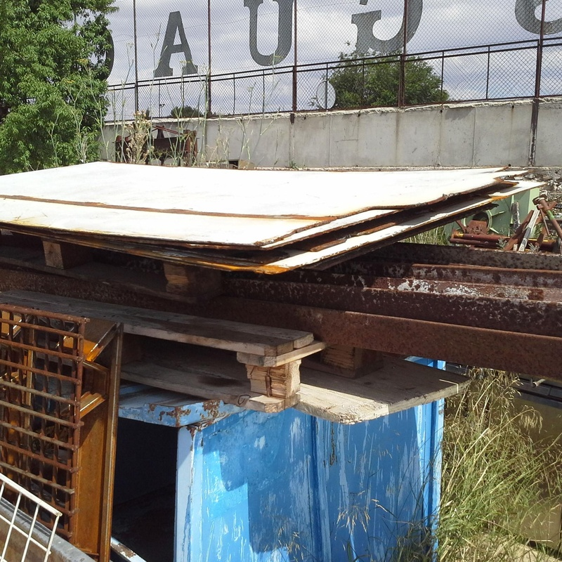 Chapas usadas de hierro en Desguaces Clemente de Albacete
