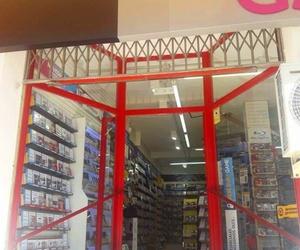 Puerta de acceso a comercio