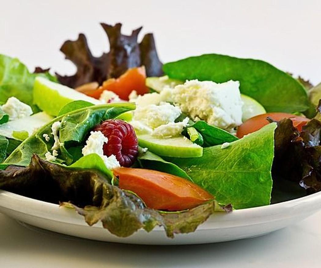 Ensalada y fruta, el secreto de la dieta veraniega