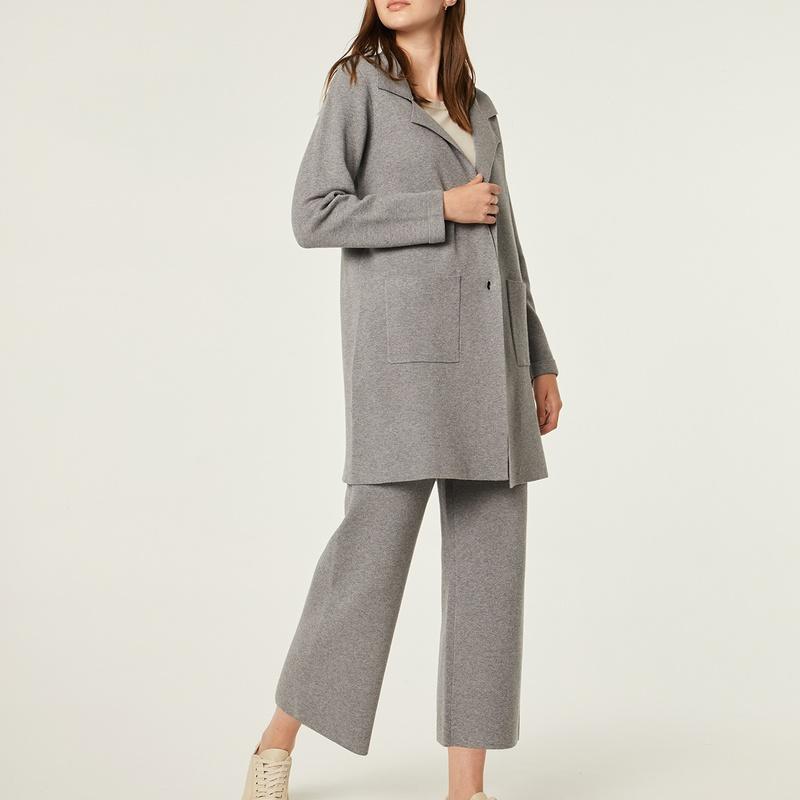 Conjunto chaqueta tres cuartos y pantalón pirata de punto, color gris perla: Catálogo de Manuela Lencería