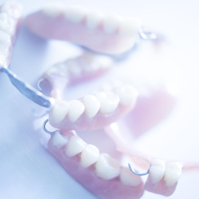 Prótesis dentales: Tratamientos de Centro Médico Dental Capitol