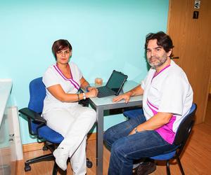 Centro de fisioterapia Clínica Anyme. Mercedes Franco, directora y Ángel González, gerente.