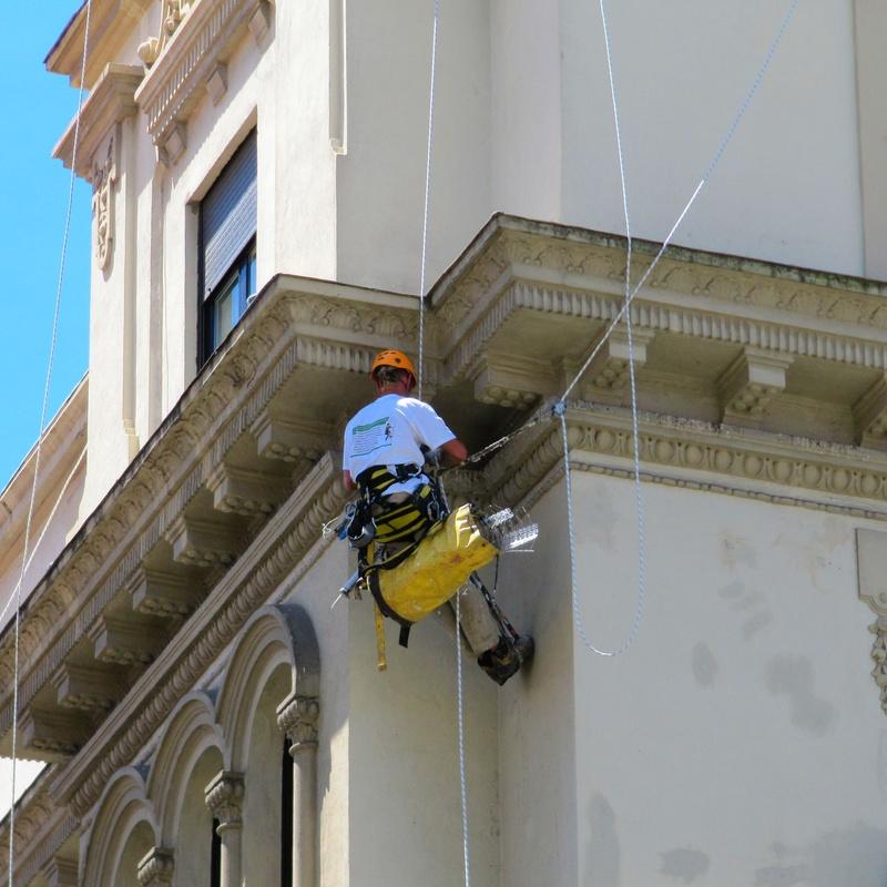Trabajos verticales en Santander-Torrelavega.
