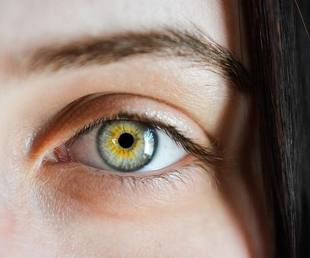 Lo que dicen tus cejas sobre ti