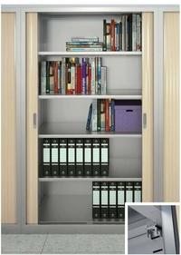 vista frontal de armario armario persiana abierto