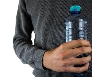 ¿Qué significan los números que aparecen en las botellas de plástico?