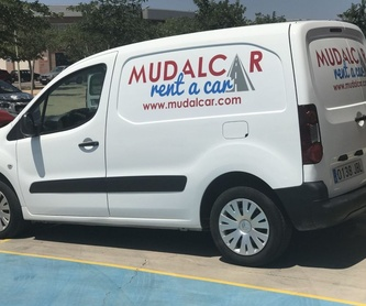 Alquiler de camiones con plataforma: Servicios de MUDALCAR     rent a car