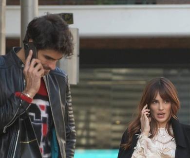El uso del móvil genera dolores de cuello y cabeza.
