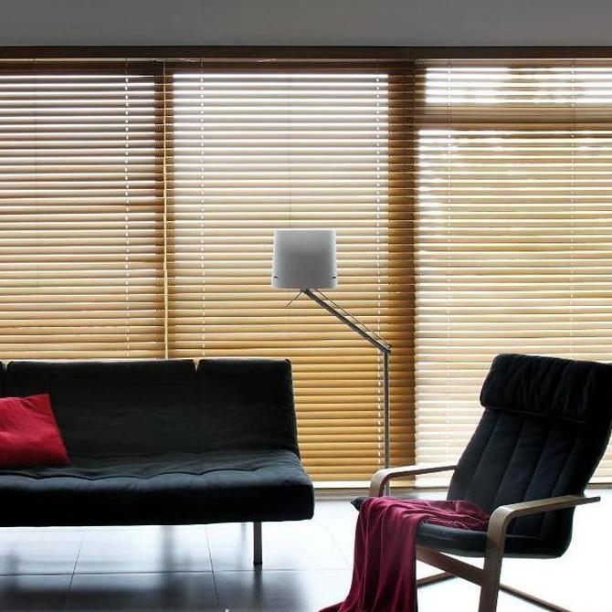 El encanto de las cortinas venecianas de madera