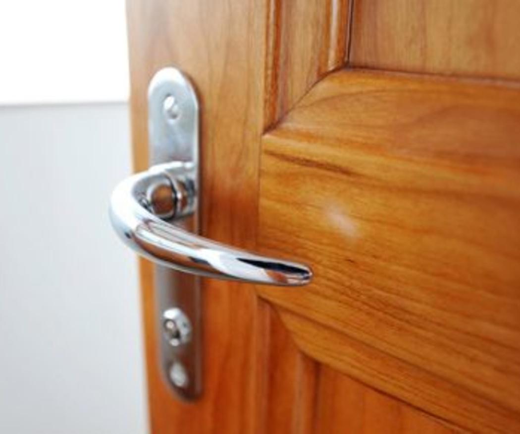 Consejos para conservar y limpiar puertas de madera