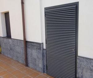 Puertas paneladas.
