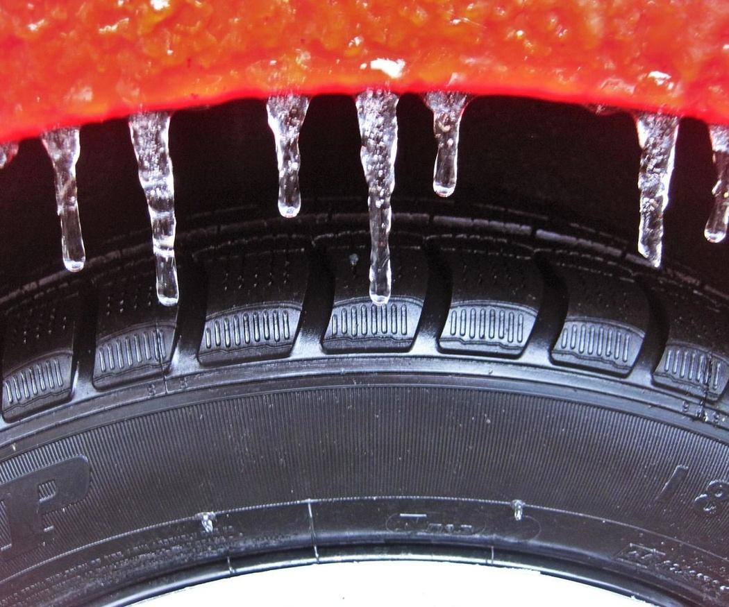 Neumáticos seguros para plantar cara a los peligros de las primeras lluvias