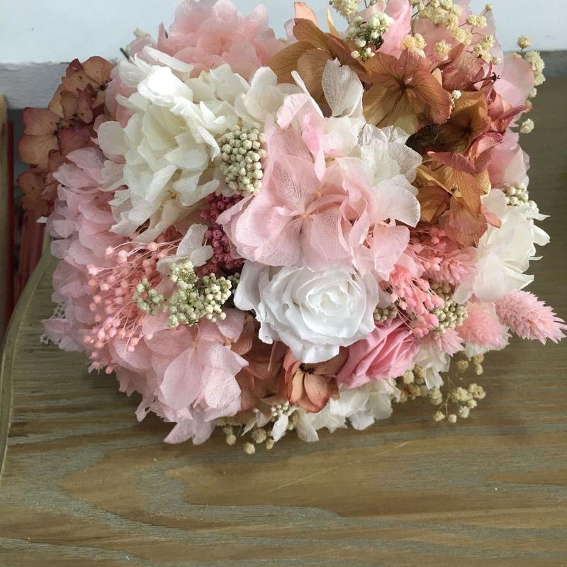 Ramos de novia con flor preservada: Servicios de C. López