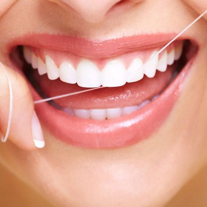 La higiene del implante dental en tres sencillos pasos