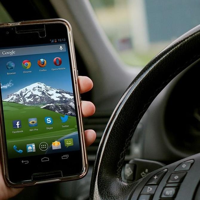 Conducir mirando el móvil: máximo riesgo