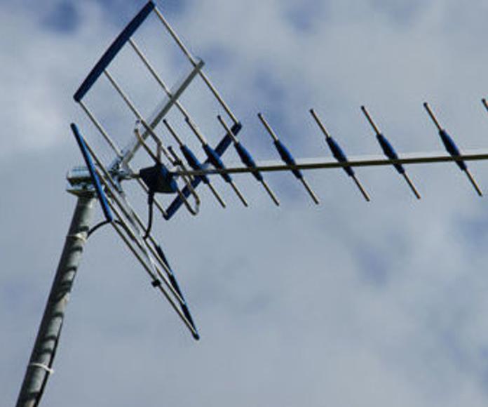 Servicio de telecomunicaciones: Servicios de Radio TV Piñol