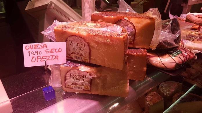 Oferta de queso de oveja en Barcelona, charcuteria Lucas