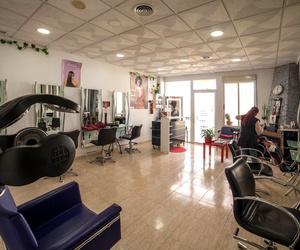 Amplio salón para cursos de peluquería