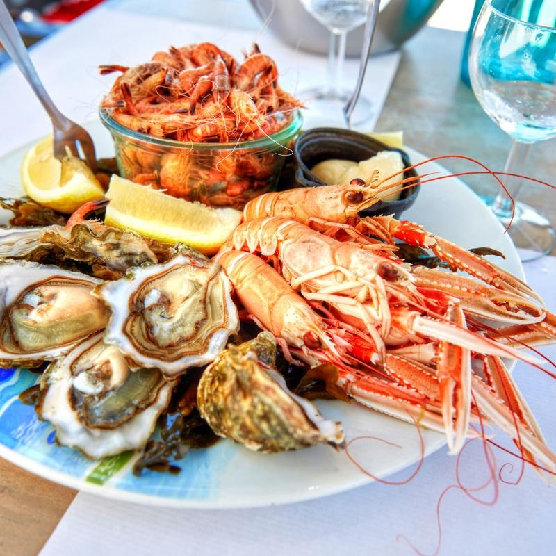 Pescados: Nuestros Platos de Restaurant & Lounge M&B