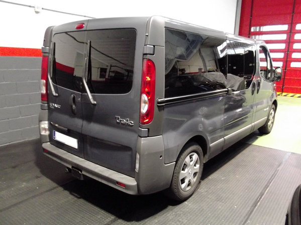 Renault Trafic. Negro Oscuro