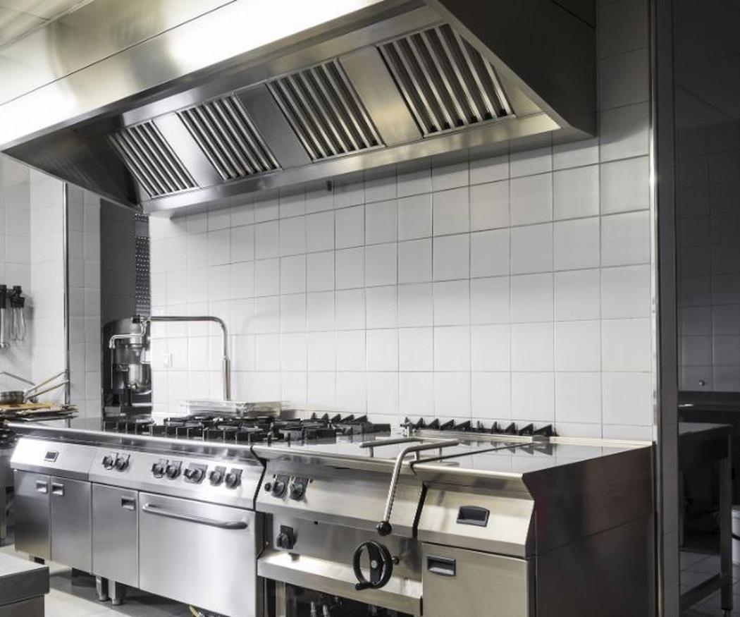 La necesidad de desengrasar la campana extractora de una cocina industrial
