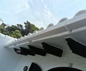 instalacion canal para regogida de agua y humedad