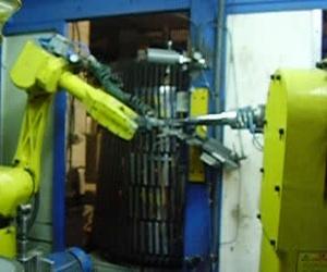 Célula robotizada de pulido y roscado.