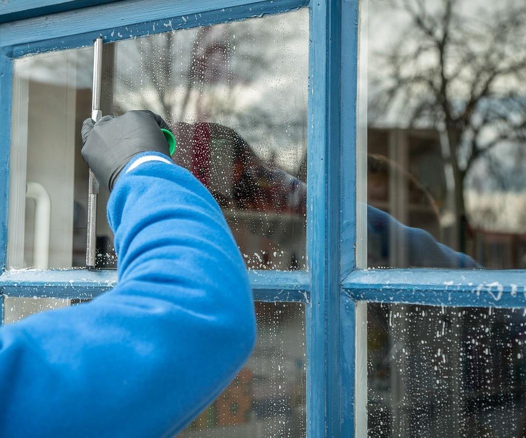Consejos para limpiar manchas de pintura de tus ventanas