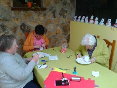 Preparando la Navidad en la Residencia Geriátrica El Pinar