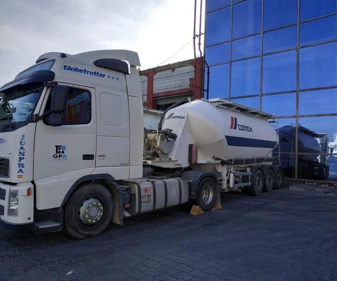Transporte de cemento y cenizas volantes: Servicios de TRANSPORTES CIUDAD DE ALHAMA DE ALMERÍA, S.L