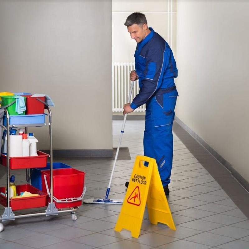 Limpieza y mantenimiento: Servicios especializados de... de Sugarsa