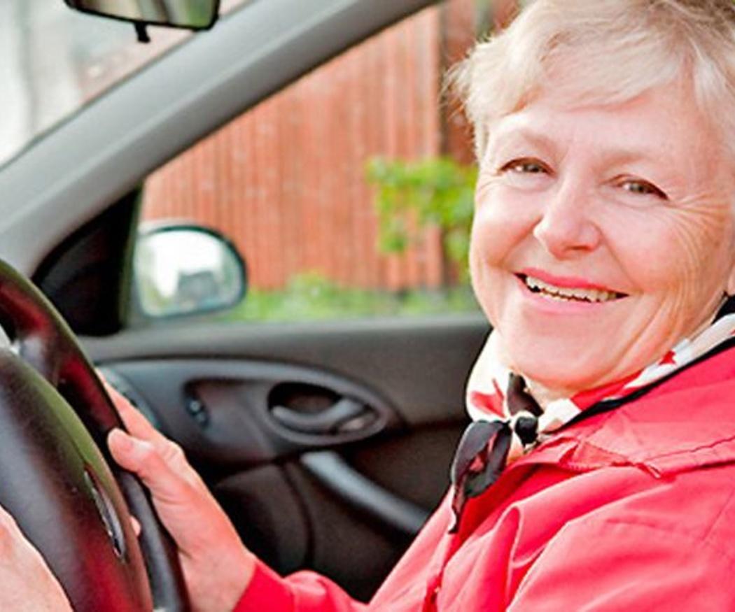 ¿Puedo renovar mi carnet de conducir si tengo más de 70 años?