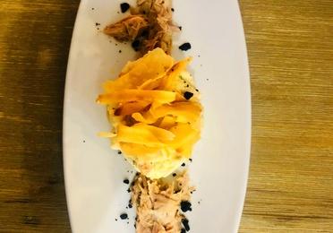 Ensaladilla Rusa con ventresca, yuca y aceituna negra